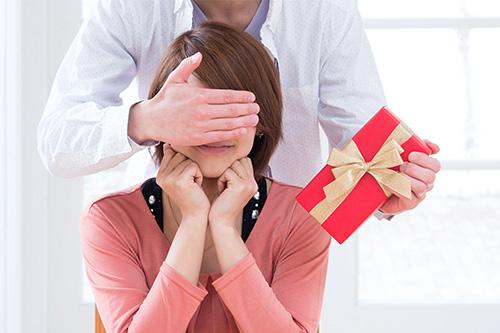 目隠し、プレゼント