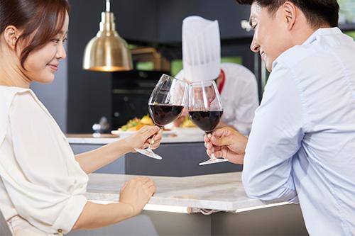 レストラン、乾杯